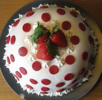 How To Put Fondant On Odd Shaped Cake